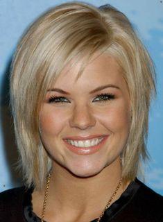 modele coupe courte cheveux blonds et yeux bleus verts