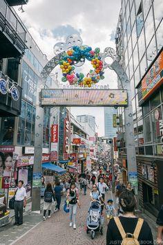 Harajuku and Omotesando Travel Guide 原宿 表参道 Tokyo Travel Guide, Japan Travel Guide, Takeshita Street, Japan Holidays, Universal Studios Japan, Osaka Castle, Tokyo Skytree, Visit Tokyo, Japan Guide