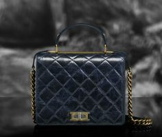 Chanel glazed crackled calfskin flap bag with double handle (Cruise Chanel Resort, Chanel Cruise, Chanel Handbags, Fashion Bags, Louis Vuitton Monogram, Purses And Bags, Christian Louboutin, Leather, Handle