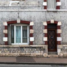 Porte et fenêtre du Loiret. #briare #Loiret #porte #fenetre #architecture