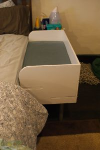 DIY co-sleeper....... i need to figure out how to make one of these!!