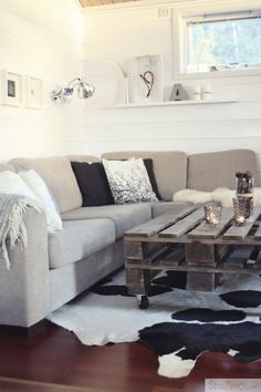 pallet...all over this!  I totally want a new coffee table!