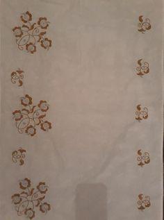 Arany ezüst - a Gránátalma kiállításon látható, készült 2018-ban Hungarian Embroidery, Rugs, Home Decor, Needlepoint, Projects, Farmhouse Rugs, Decoration Home, Room Decor, Home Interior Design