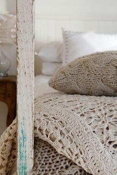 Crochet bedspread  / Colcha de crochet / Häkeldecke aus naturweißen Baumwollgarn. Magnolia Jones; Styling by Maxine Brady