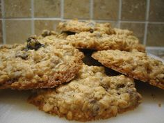 Make our Watergate Hotel Oatmeal Cookies Secret Recipe at home. With our Secret Restaurant Recipe your Oatmeal Cookies will be just as delicious as those at the Watergate. Healthy Oatmeal Cookies, Gluten Free Oatmeal, Oatmeal Cookie Recipes, Oatmeal Chocolate Chip Cookies, Chocolate Chips, Vegan Oatmeal, Tortas Light, Real Food Recipes, Dessert Recipes