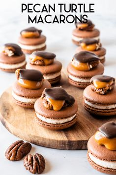 Pecan Turtle Macarons chocolate shells, filled with Pecan Caramel Buttercream, topped with a Pecan Turtle Candy Macarons Chocolate, Chocolate Shells, Chocolate Recipes, Caramel Candy, Caramel Cookies, Pecan Cookies, Turtles Candy, Caramel Buttercream, Macaroon Recipes