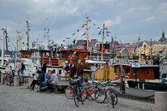 "Imbarcazioni ""sotto"" almuseo di Arte Moderna Trekking, Travel Destinations, Street View, Europe, Urban, Green, Road Trip Destinations, Destinations, Hiking"