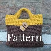 Woman two colour crochet purse - via @Craftsy