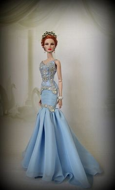 beautiful doll gown  12.22.5 qw