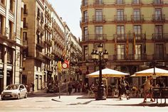 Sunny days in the streets of Lisbon: Have a coffee in an open air cafe! | myMzone Blog