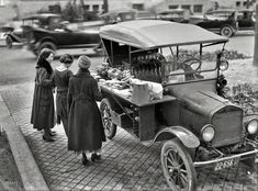 "Washington, D.C., in 1919. ""Street lunch vendor."" A Model T sandwich-vending machine. Harris & Ewing Collection glass negative"