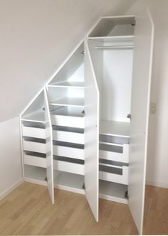 Use the sloping wall with a built-in cabinet - SILVAN HomeMade . Use the sloping wall with a built-in cabinet – SILVAN HomeMade … – storage – Attic Storage, Bedroom Storage, Bedroom Decor, Attic Renovation, Attic Remodel, Loft Room, Closet Bedroom, Attic Closet, Walk In Closet