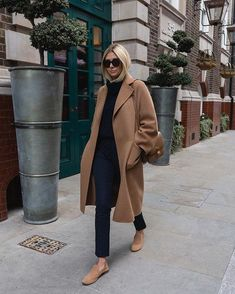 Emma Hill on I recently decided to try and wear more non-denim trousers as lots of you were asking for workwear inspired outfits so here you go, I Winter Mode Outfits, Cute Spring Outfits, Winter Fashion Outfits, Look Fashion, Autumn Winter Fashion, Casual Outfits, Womens Fashion, Winter Ootd, Dress Winter