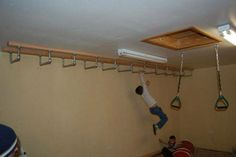 Indoor monkey bars attached to ceiling Indoor Jungle Gym, Indoor Gym, Indoor Monkey Bars, Diy Home Gym, Basement House, Gym Room, Gym Design, Toy Rooms, Workout Rooms