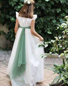 "211 Me gusta, 2 comentarios - Comunion, Arras, bebe y casual (@palomaensenat.kids) en Instagram: ""#comunion #primeracomunion #tul @paloma_ensenat_jorge_juan  www.palomaensenat.com"" Tulle, White Dress, Casual, Skirts, Instagram Posts, Dresses, Fashion, Dress, Valentines Day Weddings"