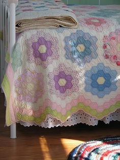 "love this vintage ""grandmother's flower garden"" quilt - beautiful! photo from flickr by http://www.flickr.com/photos/christmasnotebook/"