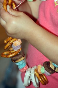 movie night snack necklace. would be a fun afternoon activity