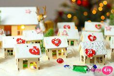 Advent Calendar DIY - tutorial on twojediy. Diy Advent Calendar, Countdown Calendar, Knitted Blankets, Diy Tutorial, Christmas Time, Triangle, Homemade, Knitting, Holiday Decor