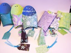Purple & Turquoise Box Set These beautiful gift boxes come in a variety of themed patterns. They are perfect for ANY gift giving occasion. Each set contains 8 boxes (3 pillow boxes, 3 fry boxes & 2 pyramid boxes), 8 coordinating/reversible tags & ribbon to attach tags.