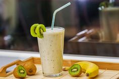 Smothie-Kiwi a banán Homemade Protein Shakes, Protein Shake Recipes, Easy Smoothie Recipes, Kiwi And Banana, Recipes Breakfast Video, Healthy Snacks, Healthy Recipes, Fruit And Veg, Kefir