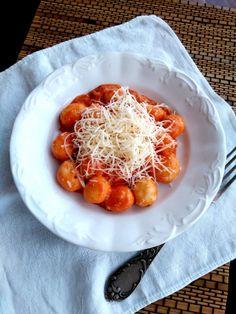 Gnocchi extra finom paradicsomszósszal – A tetovált lány konyhája Waffles, Fish, Meals, Breakfast, Kitchen, Recipes, Gnocchi, Blog, Morning Coffee
