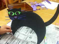 Joss at Little Minds: Rainy Day Halloween Crafts    A simple craft, a black cat made from painted paper plates and construction paper.