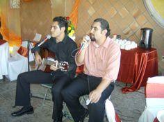 Emmanuell y Miguel Martínez Campos, entonan una canción. Foto de Silviano
