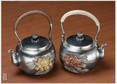 2 Colors handmade antique penoy-engraving chinese silver kettle. 940g/1250ml ----Yunnan Cunsilver Commercial & Trading Co., Ltd. anything you want to know, pls feel free to contact at sales@cunsilver.com.