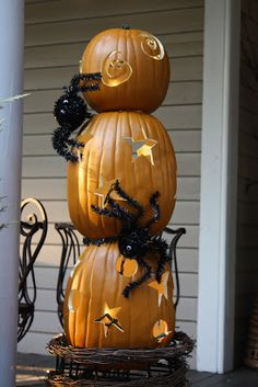 For halloween, having pumpkins on your doorstep is a great way to make guests feel welcome. Designing this project is not as difficult as it looks! Draw the patterns you desire whether it be stars or swirls. If you want, light them up with candles.