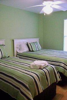 1 full bed, 1 twin bed, TV/DVD, Xbox and dresserhttp://www.homeaway.com/vacation-rental/p347250