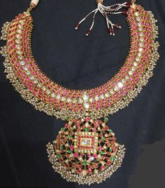 How Clean Gold Jewelry Pearl And Diamond Necklace, Bold Necklace, Diamond Choker, Emerald Necklace, Collar Necklace, Clean Gold Jewelry, Indian Wedding Jewelry, Gold Jewellery Design, Antique Jewellery