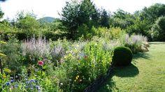 """Niché au cœur du Périgord Noir, à quelques pas de Castelnaud dans le village de Saint-Cybranet en Dordogne, le Jardin de l'Albarède labellisé """"Jardin Remarquable"""" à aussi reçu le Prix Coup de cœur AJJH 2010, Sélection """"Jardin de charme""""."""