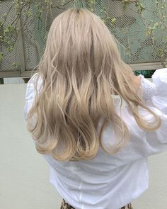 If you think that brunettes are more satisfied using life when compared with blondes, well Blonde Hair Korean, Blonde Hair Looks, Brown Blonde Hair, Light Brown Hair, Korean Hair Color Ash, Korean Hair Dye, Hair Korean Style, Short Blonde, Dye My Hair