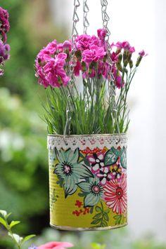 Blumentöpfe aus Dosen