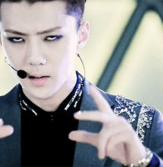 i know how to do this i think every Exotic does... btw the jpg of this gif Sehun looks soo creepy
