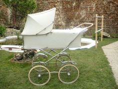 Liberta Vintage Pram, Baby Carriage, Prams, Outdoor Furniture, Outdoor Decor, Kids And Parenting, Sun Lounger, Baby Strollers, Carousel