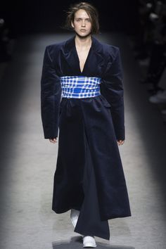 Jacquemus Fall 2016 Ready-to-Wear Fashion Show - Philippine Chaumont