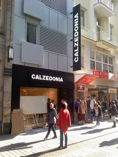 Punto Vendita Calzedonia​ in Germania a Colonia, realizzato da Penta Systems  #arredamento #insegne   Point of Sale Calzedonia in Germany in Cologne, made by Penta Systems  #furniture #signs
