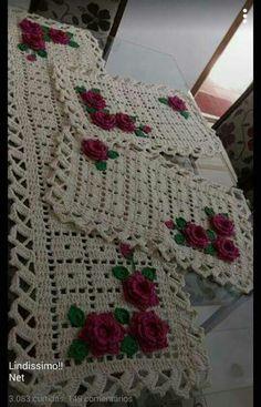 Jogo de tapetes com rosas vermelhas