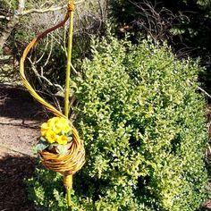 Blumenschale am Stock