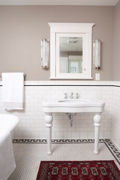 Arcilla Squared - baños - Paredes de topo color, de colores gris oscuro de la comparación, azulejos de metro blanco, metro de baldosas, metro de azu ...