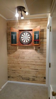 Dart board wall. Looks great! Pallets are great!!!