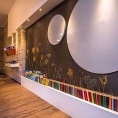 Projeto TRIARQ STUDIO @triarq_arq  #decoracao #decoração #decor #sala #living #quadro #quadros #frases #casamento #casar #casando #bomdia #sol #manha #terça #viver #morar #sonhando #amarelo #parede #cor #chique #chic #cozinha #mesa #noiva #detalhes #amei #amando #lookdodia