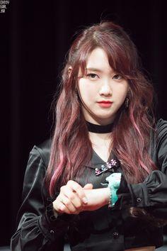 Oh My Girl Jiho Kpop Girl Groups, Korean Girl Groups, Kpop Girls, Oh My Girl Jiho, Pin Pics, South Korean Girls, Punk, Celebs, Hair Styles