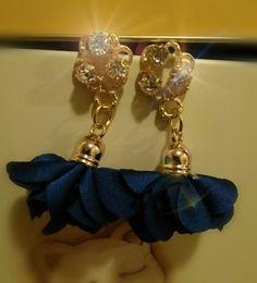 Orecchini con nappine blu