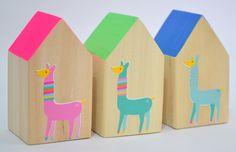 SIMONA GARLANDS Objetos de diseño de líneas simples, hechos en madera por su nobleza y calidez. http://charliechoices.com/simona-garlands/