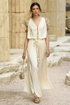 Chanel | Cruise 2018 | Look 62