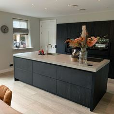 Open Plan Kitchen Living Room, Kitchen Room Design, Home Decor Kitchen, Kitchen Interior, New Kitchen, Black Kitchens, Luxury Kitchens, Home Kitchens, Kitchen Cabinets Decor