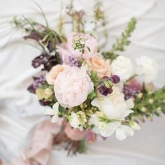 Happy #weekend everyone! The sun is out and we're excited to capture the #wedding of @amidtheblue today It's going to be a good day!! #rahelmenigphotography #weddingphotographer This pretty bouquet is created by @seascapeflowers by rahelmenig