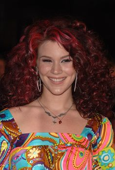 Where on earth has Kate Nash gone? Joss Stone, British Celebrities, Female Singers, Girl Stuff, Bobs, Cool Hairstyles, Indie, Royalty, Earth
